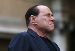 Silvio gets emotional in Rome. Photo Reuters, Alessandro Bianchi.