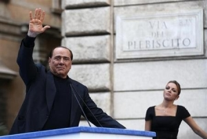Silvio gets emotional with his girlie in Rome. Photo Reuters, Alessandro Bianchi.