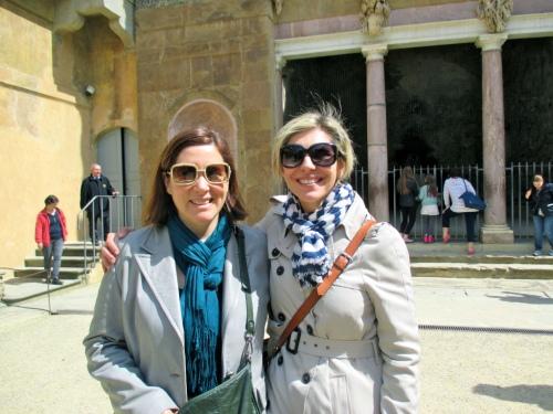E (Italian Art history guru/prof.) and Alexandra (Florentine tour guide extradonair)