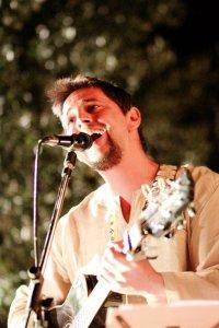 Lorenzo on Rythmn Guitar and backing vocals Photo Chiara Benelli