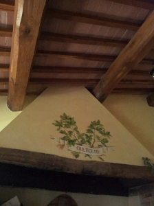 The house name and oak leaves above the Inglenook. foto J Finnigan