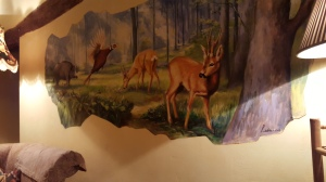 Wild life fresco on the sitting room wall. foto P Finnigan