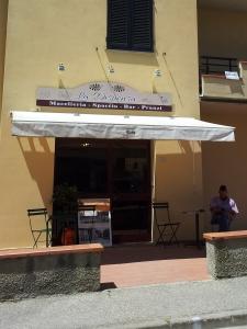 'La Dispensa' the new bar and alimentare in Fiano.
