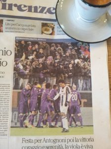 The lilac boys and a dejected Juventus player. La Repubblica