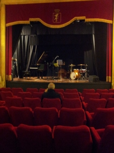 The cosy theatre before the concert. Foto J Finnigan